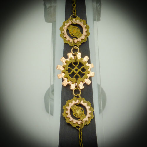 Another handcrafted piece of jewellery by Gwendolyne's Steam punk Gems. Necklaces, Bracelets, Brooches, Earrings, Hair Clips for everyday wear and Special Sets (for Weddings and other special occasions).