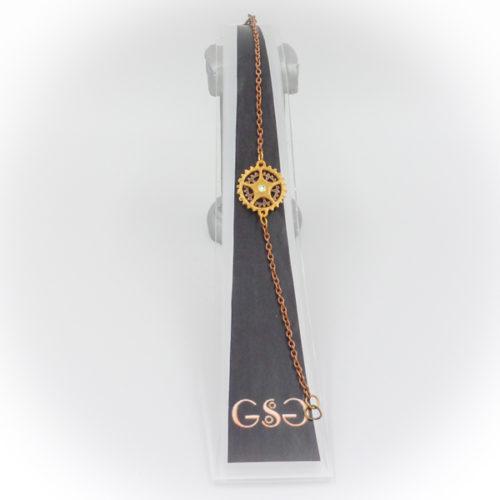 Speciale handgemaakte sieraden uit de sieradenlijn van Gwendolyne's Steampunk Gems. Halskettingen, armbanden, broches, haarclips en speciale sets voor iedere dag en elk moment, maar ook voor speciale gelegenheden zoals bruiloften, feesten en partijen.